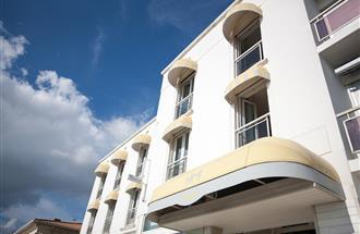 h tel vue mer royan h tel 3 toiles royan hotel miramar royan pontaillac. Black Bedroom Furniture Sets. Home Design Ideas